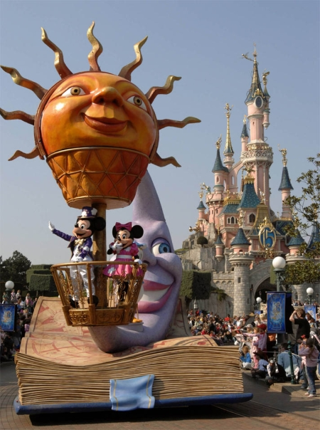 Disney's Once Upon A Dream Parade 3