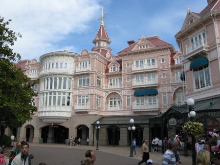 Disneyland Hotel - Inventions