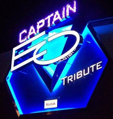 Captain EO Tribute logo bij de ingang (Disneyland California)